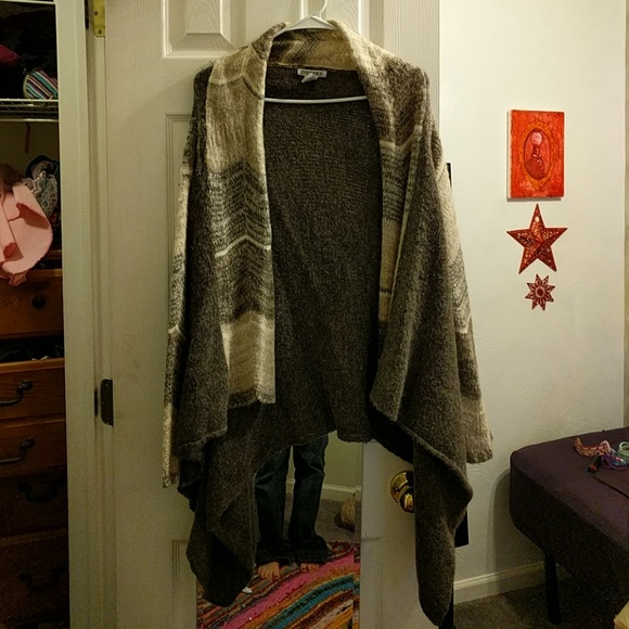 Sisters Sweaters - Grey poncho sweater